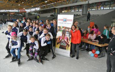 Leerlingen Segbroek College schaatsen voor LH