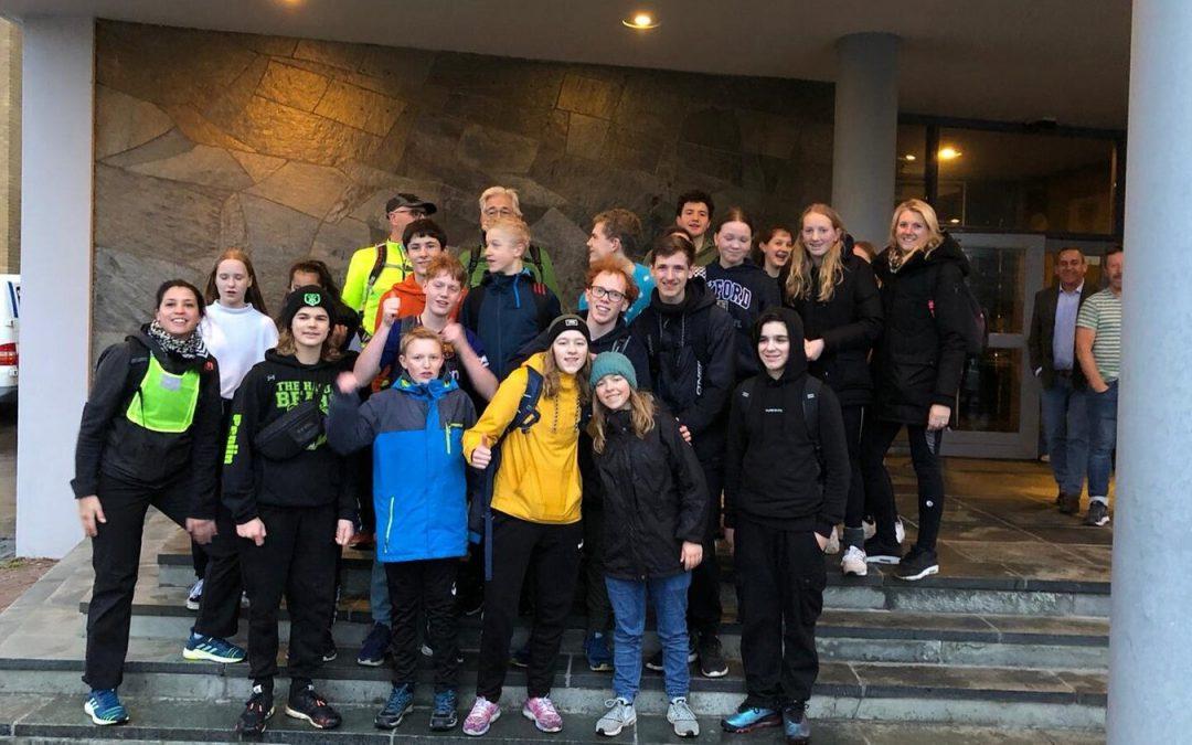 Leerlingen van het Segbroek College leveren een fantastische prestatie: een marathon in de nacht voor Local Heroes